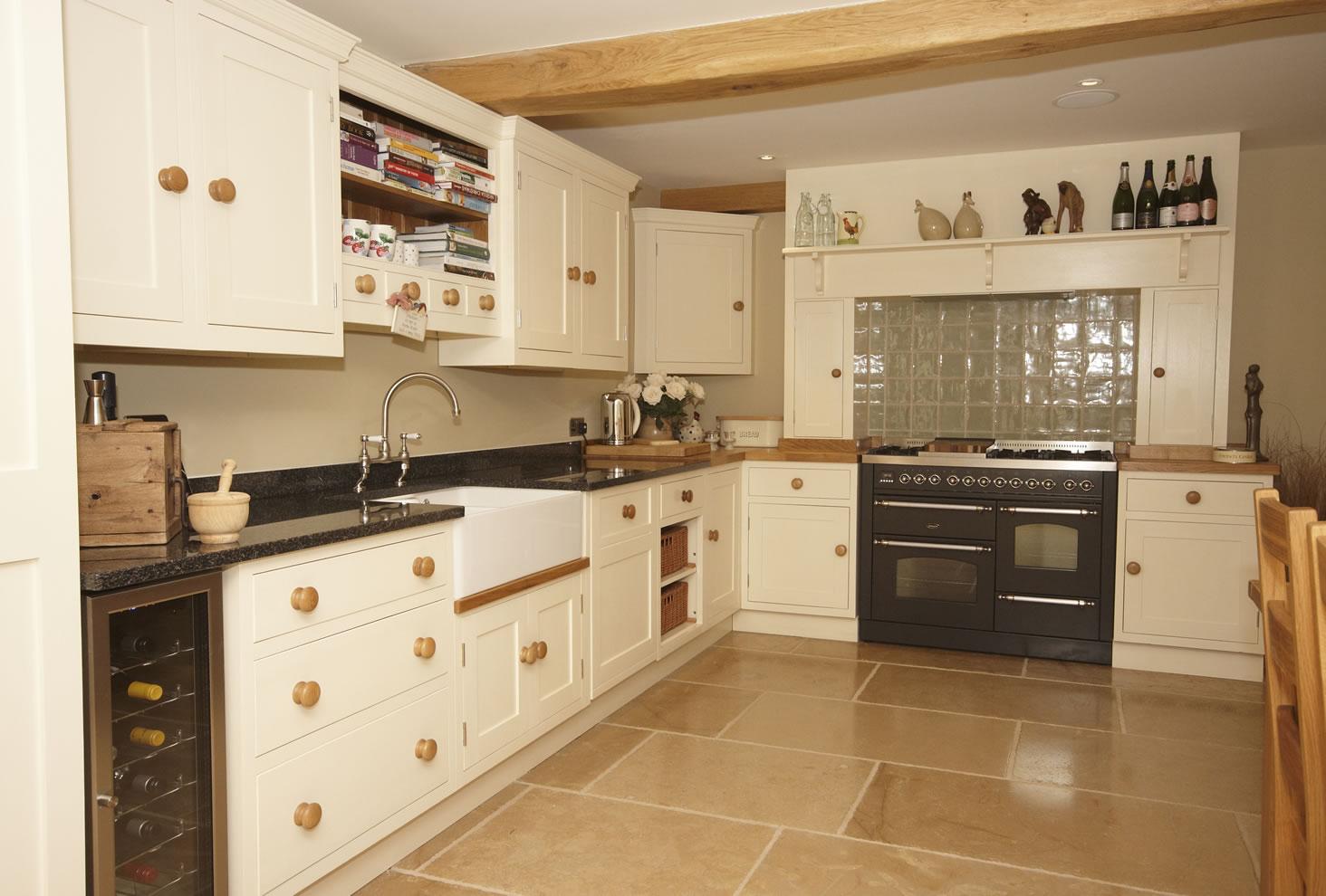 North bar kitchens interiors traditional range for Traditional kitchen designs for small kitchens